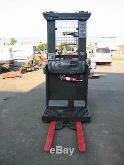 2004 RAYMOND FORKLIFT ORDER PICKER 3000LB CAP. 204 LIFT WithBATTERY & CHARGER 24V