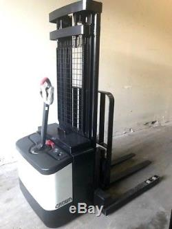 2005 CROWN ELECTRIC WALKIE STACKER With DEKA 24 VOLT INDUSTRIAL BATTERY & CHARGER