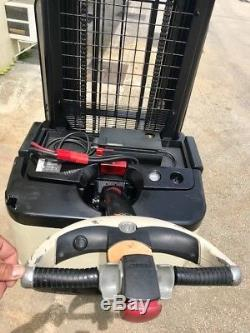2005 CROWN ELECTRIC WALKIE STACKER With GNB 24 VOLT INDUSTRIAL BATTERY & CHARGER
