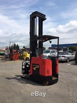 2008 RAYMOND REACH TRUCK 4000LB 330 LIFT With BATTERY&CHARGER 42 FORKS 141 TALL