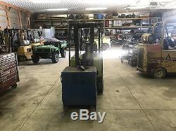 CLARK TM12 Electric forklift with battery charger Low Hours