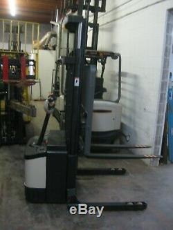CROWN WS2000 ELECTRIC WALKIE STACKER FORKLIFT Good Battery & Charger wit 120ac