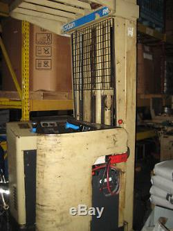 Crown Reach Truck Forklift 2500lb 240inch 24 Volt With Good Battery N Charger