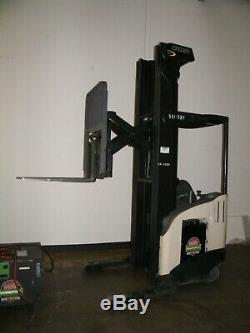 Crown electric stand up reach truck forklift with battery charger RR5225-45 4500
