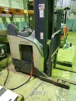 Crown electric stand up reach truck forklift with battery charger RR5225-45 5000