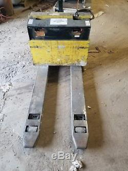 Hyster Electric Lift Truck Model W45XT with Battery Charger! Must Sell! Works