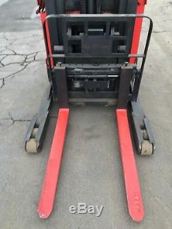 RAYMOND FORKLIFT REACH TRUCK 4000LB 211 LIFT With BATTERY & CHARGER, HD 95TALL