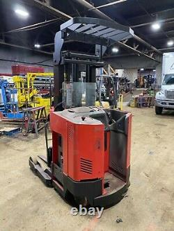 RAYMOND FORKLIFT REACH TRUCK With2015 BATTERY 3000LB 186 LIFT WithCHARGER, 24 VOLT