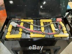 12-85-13 24 Volts Chariot Batterie Testé Et Entretenu. Bonne Condition. 510 / 680ah