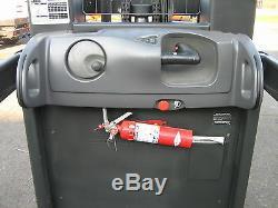 2004 Raymond Picker Commandes Élévateur 3000lb Cap. 204 Ascenseur Avec Batterie Et chargeur 24v