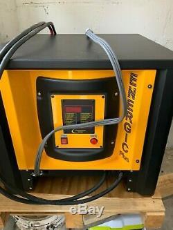 36 Volt Energic Plus Monophasé 120 Chargeur De Batterie D'un Chariot Élévateur. Comme Une Nouvelle