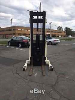 Ascenseur De Chariot Élévateur De Chariot Élévateur De La Couronne R3010-35 3500lb 240 Avec La Batterie Et Le Chargeur, Hd