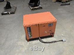 C & D Charter Power Systems Chargeur De Batterie Pour A 24 Volt Chariot Élévateur Fr12hk550s