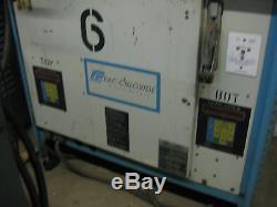 Chargeur De Batterie 48 Volts Industriel Sur Chariot Élévateur