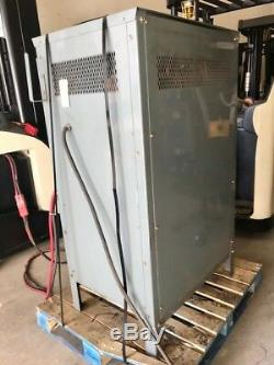 Chargeur De Batterie Hobart 36 Volts, 881-1050 Ah, 208/240/480 Volts, 3 Phases 60 Hz