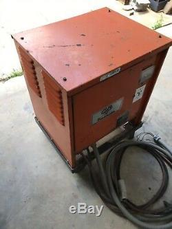 Chargeur De Batterie Industriel Pour Chariot Élévateur 36 Volts Gnb Gtc18-600t1 460v 3 Ph