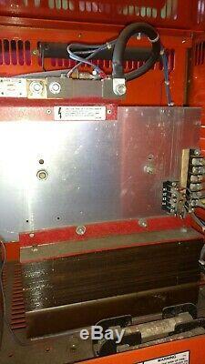 Chargeur De Batterie Pour Chariot Élévateur 24 Volt Vp II Ferrocharger 144 Amp 208/240/280 Ph1