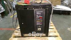 Chargeur De Batterie Pour Chariot Élévateur De 24 Volts Saft Power Systems. 24 Volts. 865 Ampères