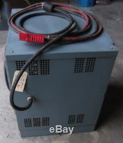 Chargeur De Batterie Pour Chariot Élévateur Hobart Batter-mate 1050h3-12c 24v 208/240 / 480v 3 Phases