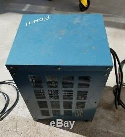 Chargeur / Synchroniseur De Batterie Ibe / CVC 12 Volts Modèle Usagé # 6cvc850sd