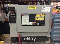 Chariot Chargeur De Batterie Utilisé 24 Volts / 865 Ahr DC Phase 3 208/240 / 480v Ac