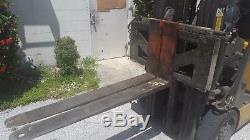 Chariot Élévateur Caterpillar Ec25k Avec Chargeur De Batterie Et Convertisseur Triphasé, 5000 Cap