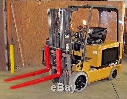 Chariot Élévateur Électrique Caterpillar Ec30k Électrique 6,000lb, Batterie Rembourrée Et Chargeur