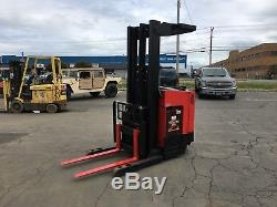 Chariot Élévateur Raymond Read Truck 4000lb 211 Ascenseur Avec Batterie Et chargeur, 95 Tall, Hd