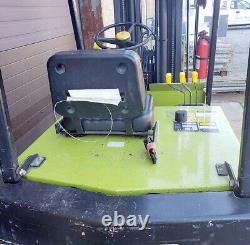Clark Tm25 Chariot Élévateur 3000lb 240/80 Tilt Side Shift Bonne Batterie Avec Chargeur