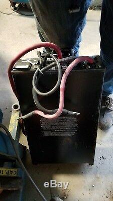 Enersys Inc. Modèle # 21500l 24 Volt Chariot Élévateur Chargeur De Batterie