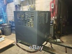 Exide 24 VDC Chariot Chargeur De Batterie 12 Cell 208/480 Vac Phase 1 Wg1-12-550