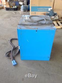 Exide G3-24-865 Type La Chargeur De Batterie De Chariot Élévateur 48v 195a 3ph 24 Cell
