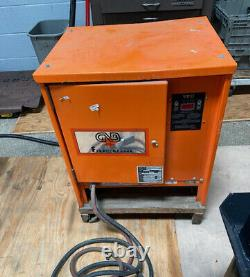 Gnb Ferrocharger 24 Volt DC Forklift Battery Charger Modèle Gtcii12-600t1
