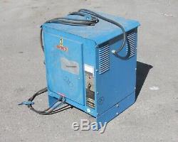 Gould Ferrocharger Gfc12-450s1 Chariot Élévateur Chargeur 24 V Out Pour Les Pièces / As Is