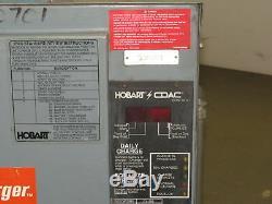 Hobart 600c3-24 48 Volt 208-240 / 480vac Entrée Chariot Chargeur De Batterie 24 Cellules