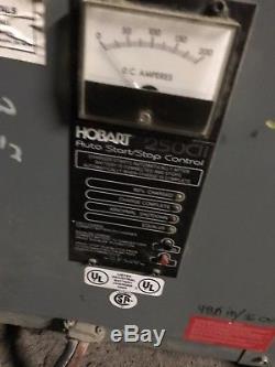 Hobart 600h3-18c Chargeur De Batterie De Chariot Élévateur. Ah-511-600, Sortie CC - 36 V, 102 A