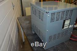 Hobart 600m1-12 Batterie Mate 24v Forklift Ferro Chargeur 208/240 / 480v 1ph 60hz
