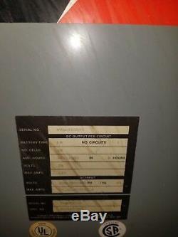 Hobart Accu-charger, 36 Volts. 750 Ampères, 208/240/480 Volts, Triphasé 60 Hz