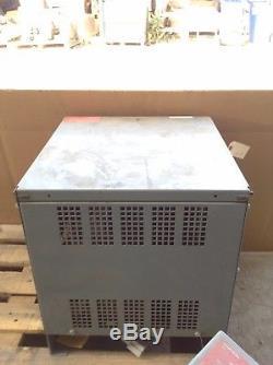Hobart Batterie-mate 880m1-12 Type La Chargeur De Batterie De Chariot Élévateur 24v 150a 12 Cellules