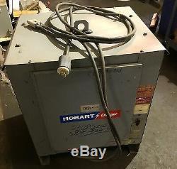 Hobart Chargeur De Batterie, Modèle 3r12-830, 12 Cellules De Type La, 208/230 / 460v, 3 Phases