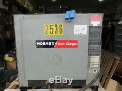 Hobart Chariot Chargeur De Batterie 48 Volts 600 A. H. En 8 Heures 208/240 / 480v 3ph Vgc