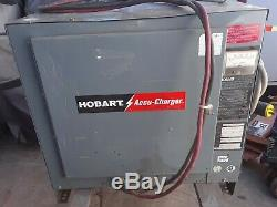 Hobart Chariot Élévateur Batterie Accu-chargeur