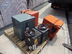 Palette De Chargeurs De Batterie Pour Les Chariots Élévateurs Électriques