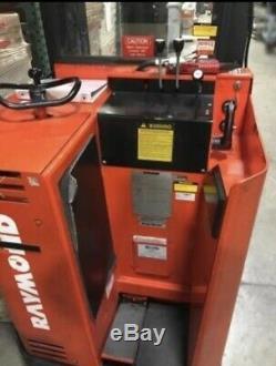 Raymond 2di-dr25tt Chariot Électrique Avec Chargeur De Batterie, Entièrement Testé