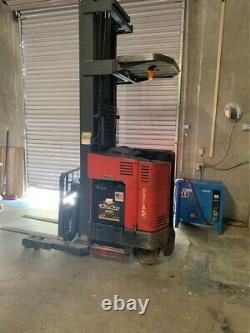 Raymond Easi R35tt Electric Forklift Reach Truck 3500lb Avecbattery Charger