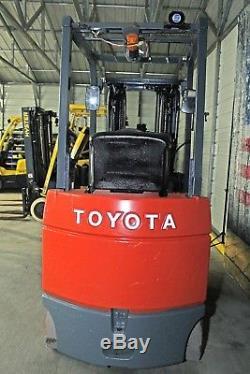 Toyota Chariot Élévateur 7fbcu25 Électrique 5000lb Reconditionné Batterie Et Chargeur