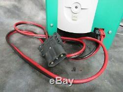 Un Bon Fonctionnement Chargeur De Batterie Hoppecke Trak Mini Chariot Elevateur 24v 60a