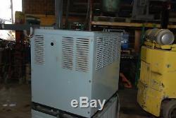 Un! Hobart Accu-chargeur Élévateur Chargeur De Batterie De 210a 1050c3-18 Inv = 28787