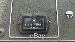 Yale Esc 030 Stand Sur Un Chariot Élévateur Électrique Avec Batterie + Décalage Latéral Du Chargeur