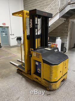 Yale Os030 Préparateur De Commande Chariot Élévateur Électrique 2008 3500hrs Avec Batterie Et Chargeur